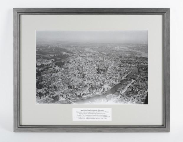 Unikatowe zdjęcie zrujnowanego podczas II wojny światowej Gdańska, które w czwartek trafiło do zbiorów MHMG. UWAGA: widoczna fotografia została wykonana w wysokiej rozdzielczości. Wystarczy ją powiększyć, aby bez problemu przyjrzeć się wszystkim detalom.