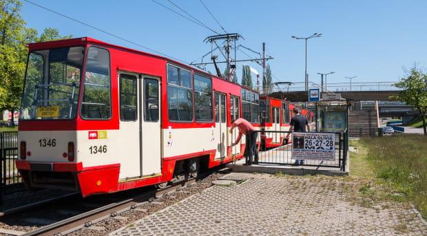 Ze względu na skrócenie przystanków podczas ich modernizacji, ostatnie drzwi w tramwaju będą zablokowane. Na drzwiach pojawi się stosowna informacja dla pasażerów.