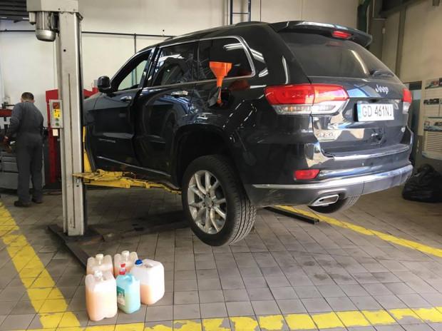Pan Maciej po zatankowaniu paliwa na stacji Lotosu musiał odwiedzić serwis dealera, u którego kilka tygodni temu kupił auto. Serwisanci wymienili olej napędowy i filtry paliwa. Koszt naprawy to ponad 1300 zł. Niewykluczone, że nasz czytelnik będzie musiał zapłacić zdecydowanie więcej.