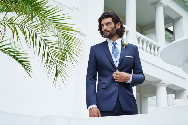 Eleganckie i casualowe kolekcje to nie wszystko. Giacomo Conti zadba także o wygląd pana młodego i dołoży wszelkich starań, aby kolekcja ślubna spełniała najwyższe oczekiwania.