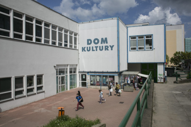 """Przedszkole """"Misia Wojtka"""" od ponad roku zajmuje część budynku przy ul. Nałkowskiej 3 na Morenie. Obok znajduje się Dom Kultury."""