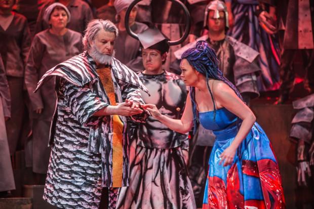 Z sukcesem prowadzą swoje role wykonujący tytułową partię Nabucca Andrij Shkurhan oraz śpiewająca partię Abigaille Karina Skrzeszewska.