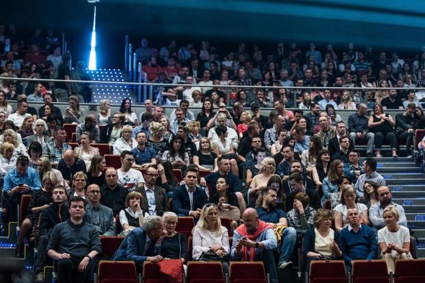 Muzyka filmowa cieszy się ogromną popularnością, czego dowodem była tak liczna frekwencja. Na widowni zasiadło ok. 7 - 8 tys. osób.