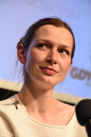 """Laureatka Gdyńskiej Nagrody Dramaturgicznej, Magdalena Drab, w sztuce """"Słabi. Ilustrowany banał teatralny"""" opisała ludzi słabych, nie mieszczących się w ramach społecznych oczekiwań, jak zmagająca się z depresją Anina."""