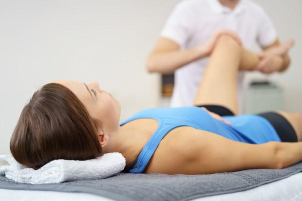 Revimed świadczy usługi bezoperacyjnego leczenia w oparciu o terapię manualną, masaże i rehabilitację leczniczą.