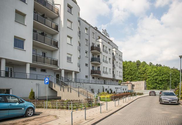 Budynek w którym mieszkają pokrzywdzeni nabywcy to ostatnia klatka mieszkalnego ciągu przy ulicy Myśliwskiej.
