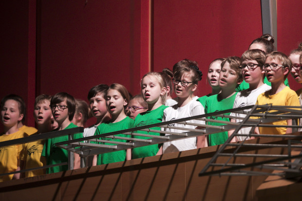 Podczas piątkowego koncertu głosy małych chórzystów brzmiały tak wspaniale i dziecięco, że niejednego melomana wprawiły w zachwyt.