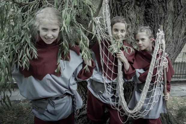 f834ec8b587665 Dzieciaki z wikińskiej wioski w poszukiwaniu rodziców są gotowe użyć sieci,  by znów im się