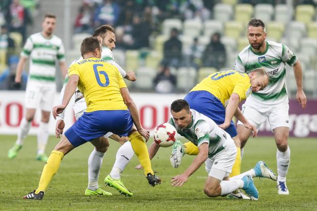 Nie tylko w derbach warto grać do upadłego. Ekstraklasa pomiędzy kluby ekstraklasy podzieliła blisko 150 mln zł. Około 17,5 mln trafi do Trójmiasta.