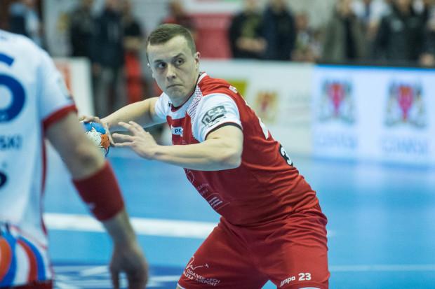 Adrian Kondratiuk w swoich trzech pierwszych meczach w seniorskiej reprezentacji Polski zdobył 5 bramek. Kadra grająca w odmłodzonym składzie zaliczyła jednak same porażki.