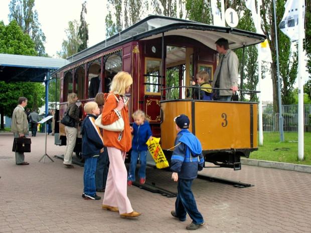 Zachowany do dziś tramwaj pochodzący z pierwszej serii pojazdów konnych sprowadzonych w 1873 r. Pierwotnie był to wagon piętrowy, ale w okresie elektryfikacji linii tramwajowych usunięto górną platformę oraz przebudowano go na letni wagon doczepny, pozbawiony szyb w oknach.