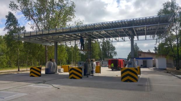 Już niebawem w Trójmieście otwarta zostanie kolejna samoobsługowa stacja Moya. Obiekt budowany jest przy gdańskim porcie.