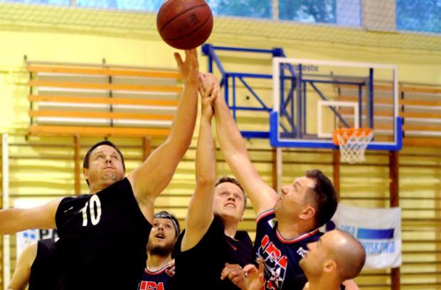 Po raz jedenasty koszykarze Środowiskowej Basket Ligi rywalizują w kategorii wiekowej 35 lat i starsi.