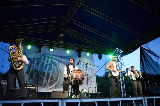 Fląder Festival to okazja do posłuchania muzyki na plaży.