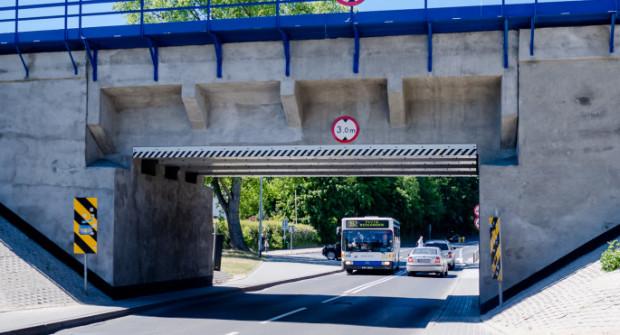 Pod wiaduktem przejadą samochody o wysokości do 3 metrów oraz tylko niektóre autobusy.