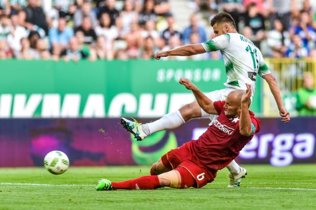 Dzięki podziałowi punktów, Lechia w minionych czterech sezonach dwukrotnie wyprzedzała Wisłę Kraków na koniec rozgrywek ekstraklasy. Biało-zieloni jeszcze nigdy nie stracili na tym rozwiązaniu, ale nie pomogło one na tyle, by awansować do europejskich pucharów.
