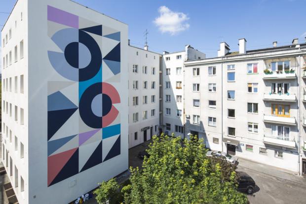 Zeszłoroczny mural przy ul. Abrahama. Podczas kolejnych edycji Traffic Design wielkoformatowe malarstwo zastąpią wielkoformatowe instalacje przestrzenne.