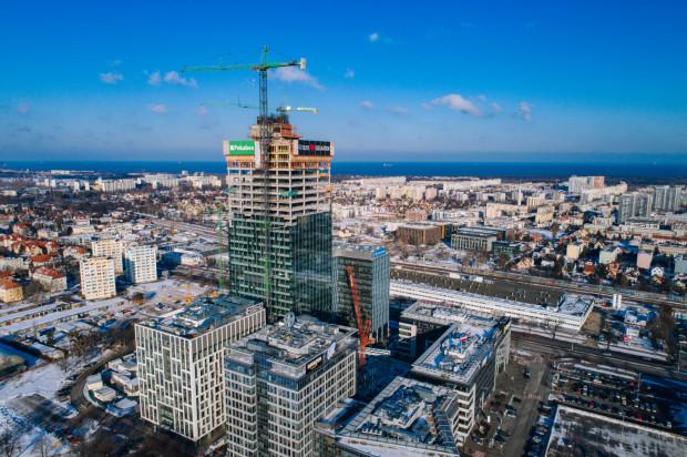 Nowe biuro gdańskiego oddziału firmy Schibsted znajdzie się w najwyższym biurowcu w Trójmieście - Olivia Star w kompleksie Olivia Business Centre. Zdjęcie wykonane w okresie zimowym.