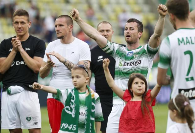 e0bd5922c Po dwunastu latach gry dla Lechii, Piotr Wiśniewski (z prawej) pozostanie z  biało