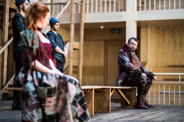 """""""Wesołe kumoszki z Windsoru"""" będzie można zobaczyć poza Teatrem Szekspirowskim po raz pierwszy. W amfiteatrze Faktorii zagrane zostaną 29 lipca oraz 6 sierpnia."""