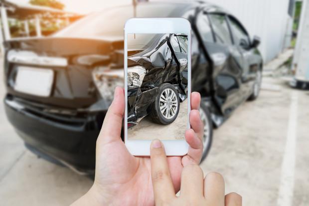 Kolizja drogowa jest stresującym zdarzeniem, zwłaszcza jeżeli jesteśmy stroną poszkodowaną. Zanim rozpoczniemy proces ubiegania się o odszkodowanie, sprawdźmy, o czym warto wiedzieć.