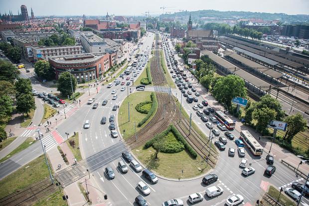 Trwający od 6 miesięcy skutek zmian w ruchu wokół budowy Forum Gdańsk - korki na drogach centrum.