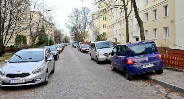 Problem z parkowaniem na Wzgórzu i Działkach Leśnych można rozwiązać przez wprowadzenie płatnego parkowania, ale taka ewentualność budzi emocje.