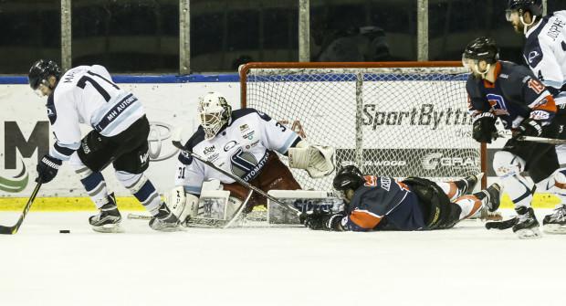 W 12 meczach minionego sezonu PHL Tomasz Witkowski bronił bramki MH Automatyki ze skutecznością  92,2 proc.