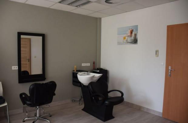 Przed, po i w trakcie pracy można skorzystać z pokoju gier, usług fryzjerskich, masażu albo SPA.