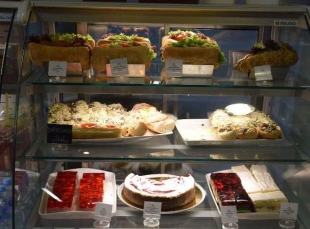 Pięć restauracji i dziesięć food trucków gwarantuje mnogość smaków i duży wybór rodzajów kuchni.