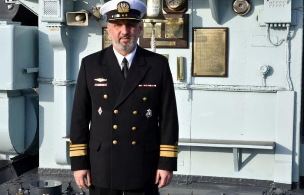 """Kmdr por. Walter Jarosz, dowódca okrętu muzeum ORP """"Błyskawica""""."""