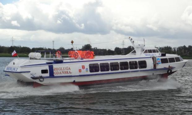 """Ceny biletów na trasach Gdynia-Hel i Sopot-Hel to koszt 70 zł w jedną stronę. Za bilet na trasie Gdynia-Sopot będziemy musieli zapłacić 50 zł.  Na zdjęciu Wodolot Żeglugi Gdańskiej """"Merlin 2"""" na Martwej Wiśle."""
