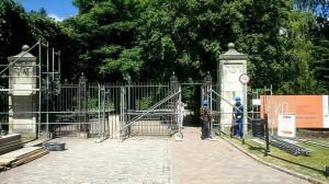 Remont bramy głównej parku Oliwskiego.