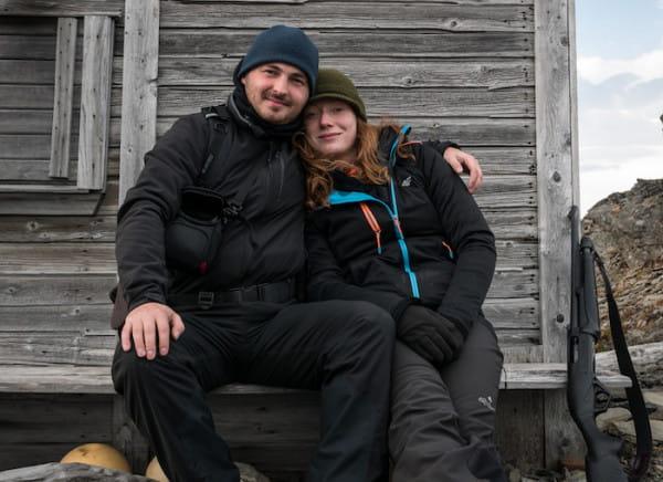 Paulina i Robert są zapalonymi podróżnikami. Poznali się podczas wyprawy na największą wyspę Norwegii - Spitsbergen.