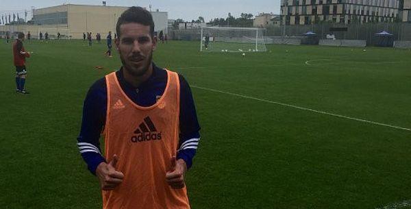 Alvaro Rey w poniedziałek dołączył do piłkarzy Arki.