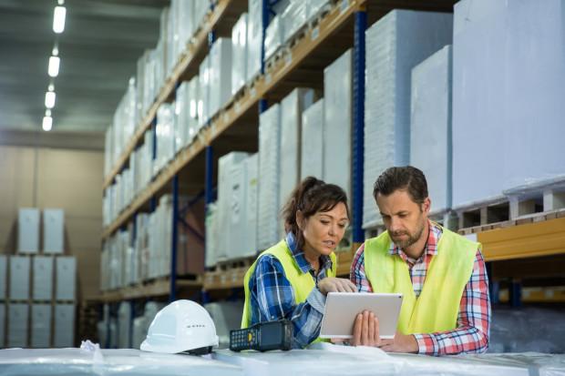 Aby można było mówić o odpowiedzialności pracownika za mienie powierzone, przede wszystkim konieczne jest prawidłowe powierzenie mienia w warunkach, które umożliwiają pracownikowi dopilnowanie powierzonego mienia.