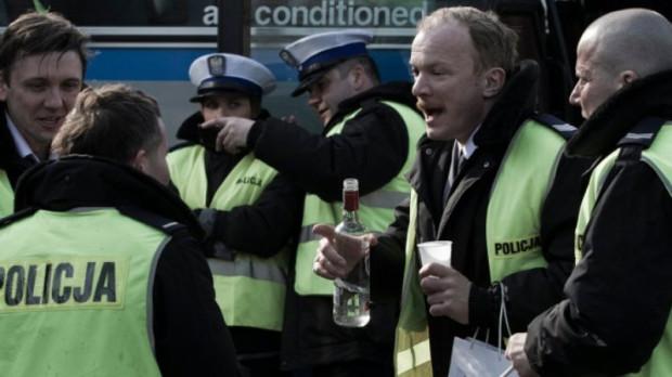 """Kadr z filmu """"Drogówka"""", który pokazał policję w tak złym świetle, że funkcjonariusze mieli nawet zakaz wypowiadania się na jego temat."""