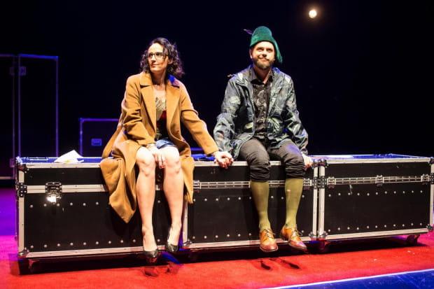 """Związek Steve`a (Maciej Konopiński) i Kate (Anna Kociarz) w """"Randce z feministą"""", choć zacznie się bardzo romantycznie, wystawiony zostanie na niejedną próbę."""