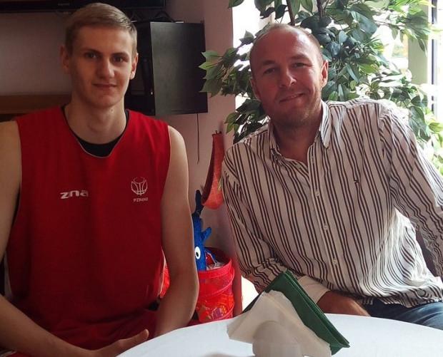 Bartłomiej Pietras oraz agent koszykarski Maciej Schwarz, który w przeszłości był związany m.in. z żeńskim Basketem Gdynia.