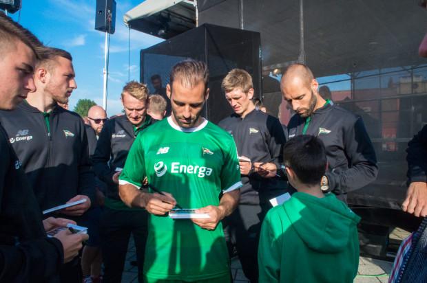 Marco Paixao ( w środku) - podobnie jak przed rokiem - znów jako pierwszy wpisał się na listę strzelców w sezonie ekstraklasy.