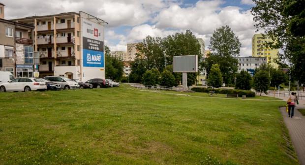 Teren przy skrzyżowaniu Chwarznieńskiej i Rolniczej od kilku lat pozostaje niezagospodarowany. W najbliższym czasie to się zmieni.