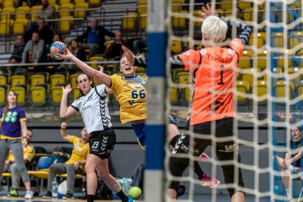 Joanna Szarawaga i jej koleżanki z Vistalu nie mogą być pewne, że zagrają mecze Ligi Mistrzyń w Gdynia Arenie.