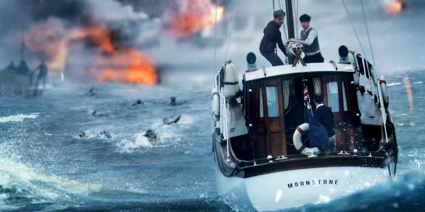 """""""Operację Dynamo"""" Nolan ukazuje z trzech perspektyw: lądu (gdzie wróg dziesiątkuje uwięzionych żołnierzy), wody (z której nadchodzi wyczekiwana pomoc) i powietrza (które służy brytyjskim myśliwcom do osłony misji ratunkowej). Jednocześnie to pretekst dla Nolana do ulubionej zabawy czasem i porządkiem ekranowych faktów."""