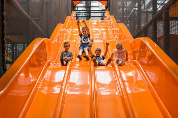 Zjeżdżalnie to nie jedyne atrakcje w Loopy's world. Kryte place zabaw, to raj dla dzieci.