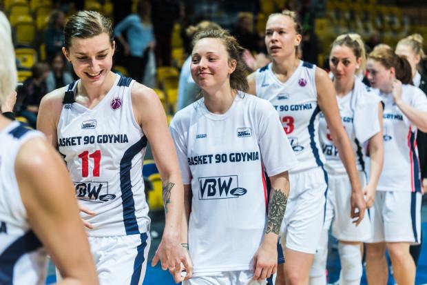 Aldona Morawiec (nr 11) oraz Anna Jakubiuk (obok, po prawej), przeszły zabiegi w poprzednim sezonie, ale na początek kolejnego mają być już gotowe do gry.