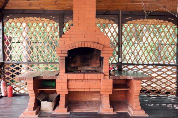 Nowoczesna architektura Ogrodowa strefa grillowania. Jak wybrać najlepsze rozwiązanie HE72