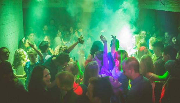 Niewiele klubów organizuje imprezy poza weekendem. Jednym z nich jest Bunkier.