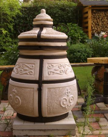 Tandoor jest rodzajem pieca, który służy również jako grill.