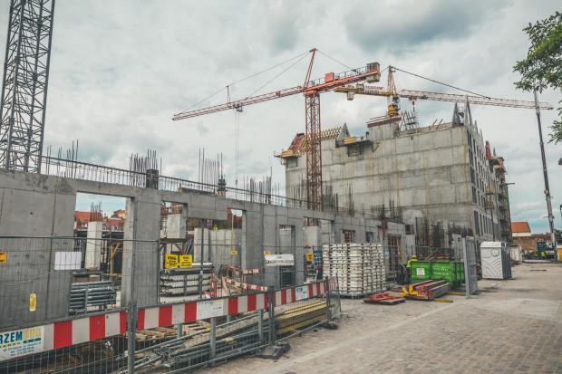 Wyspa Spichrzów - ostatnie miesiące to intensywne prace na tym najbardziej zaniedbanym niegdyś fragmencie śródmieścia Gdańska.