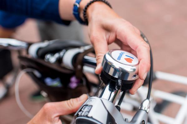 Dzwonki rowerowe to przydatny gadżet, który może poprawić bezpieczeństwo na drodze rowerzystów i pieszych.